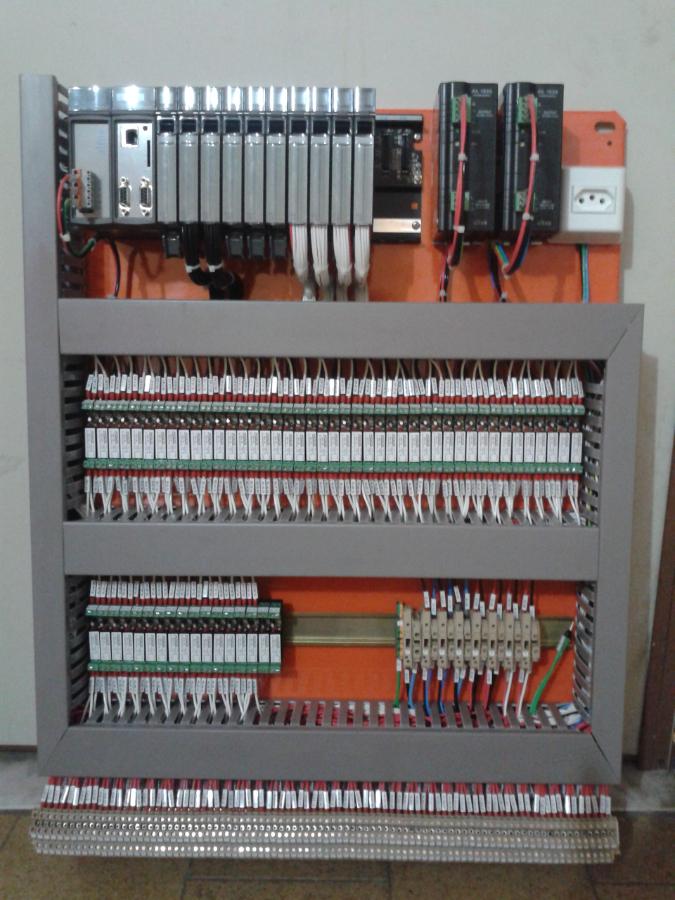 quadro com os sistemas para automação industrial